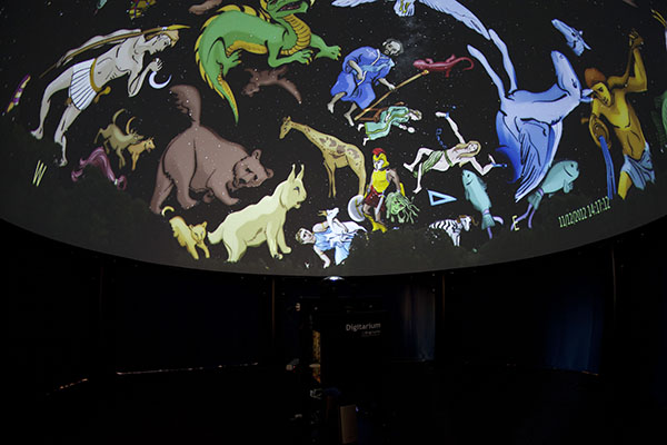 A picture taken inside of the Tecnodome Immersive with the panel closed. The inside is pitch black and projection of the planetarium very bright, without unwanted reflections.